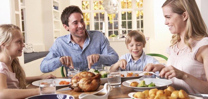 10 Jeux de Repas pour Toute la Famille
