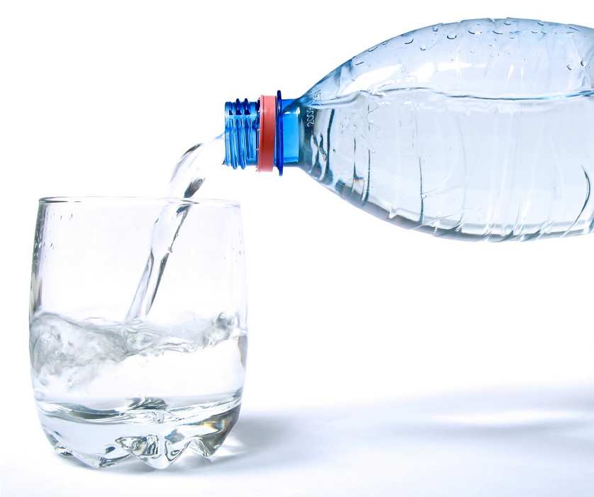 5 Bonnes Raisons pour Boire un Verre D'eau au Réveil