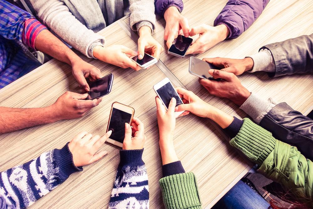 6 Trucs pour faire Décrocher vos Invités de leur Téléphone Intelligent
