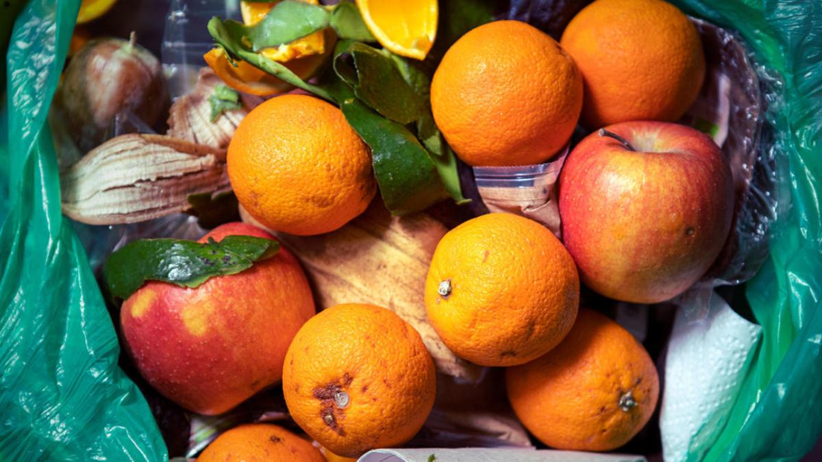 Astuces Anti-gaspi Savoureuses pour les Fruits Trop Mûrs