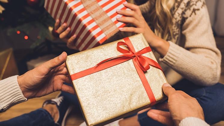 8 Idées pour Pimenter les Échanges de Cadeaux de Noël