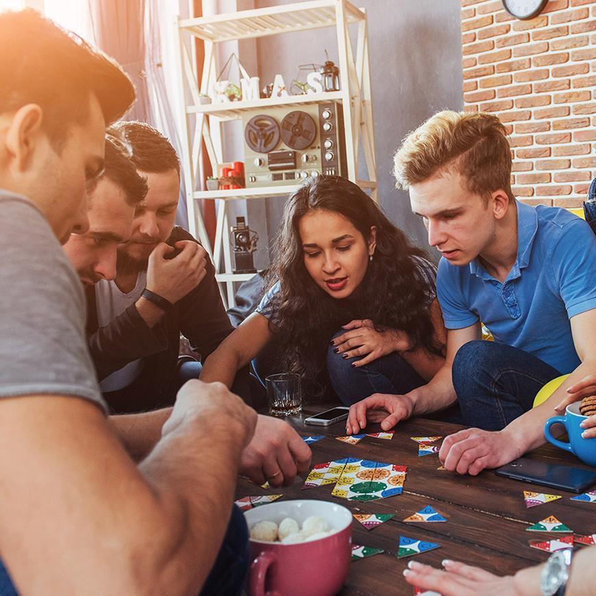 8 Jeux de Société Parfaits pour une Soirée entre Amis