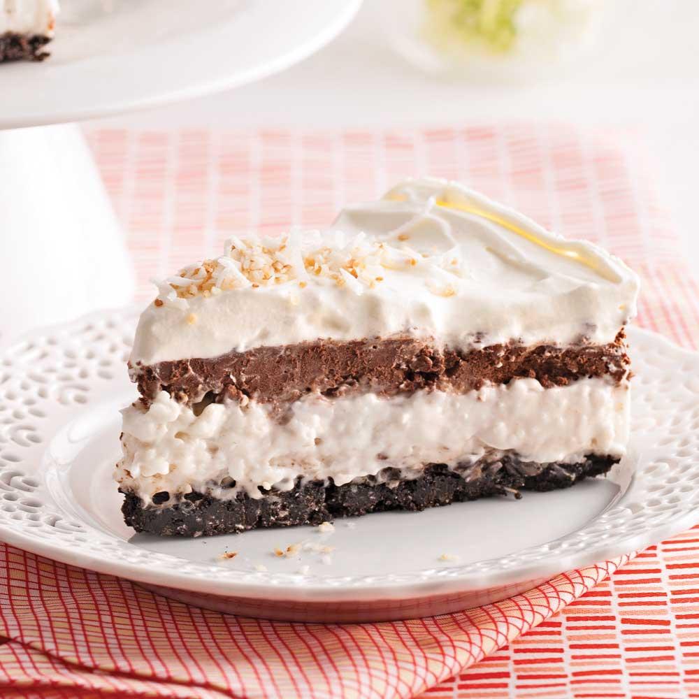 Gâteau Étagé à la Crème de Coco et Mousse au Chocolat