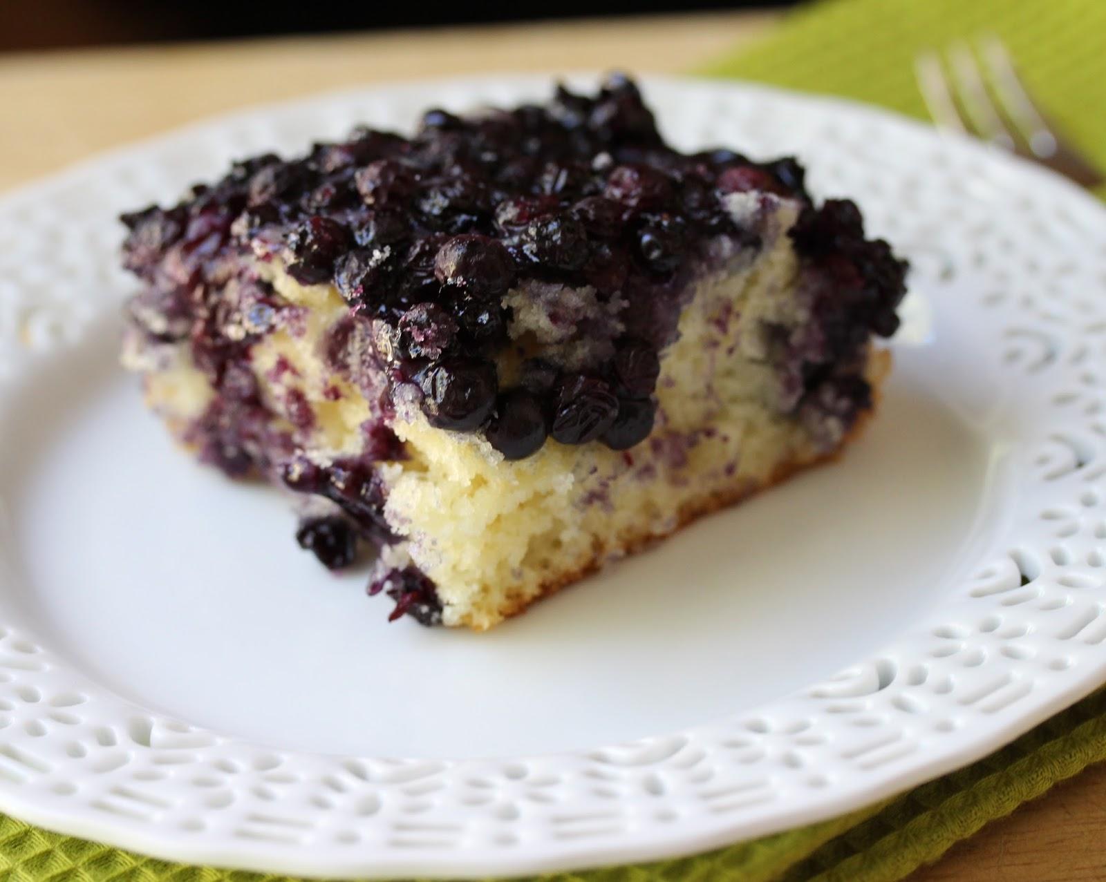 Gâteau Léger au Yogourt Grec et aux Bleuets