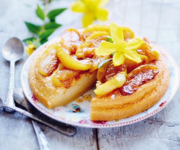 Gâteau Magique aux Pommes Poêlées et Caramel