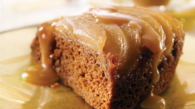 Gâteau aux Épices Renversé aux Poires et au Caramel