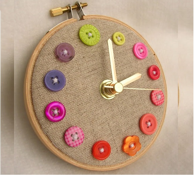 Horloge Récup Boutons