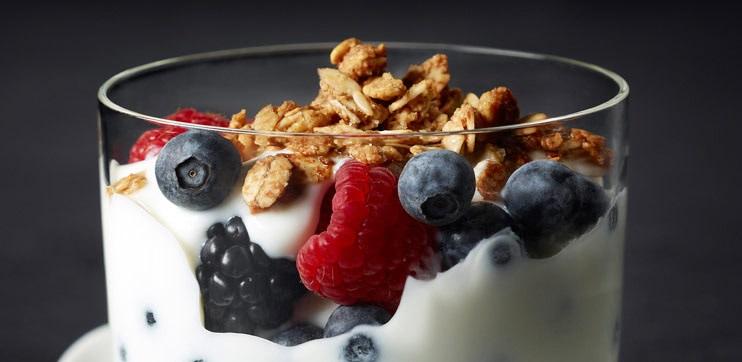 Sans Lactose Parfait au yogourt et aux fruits