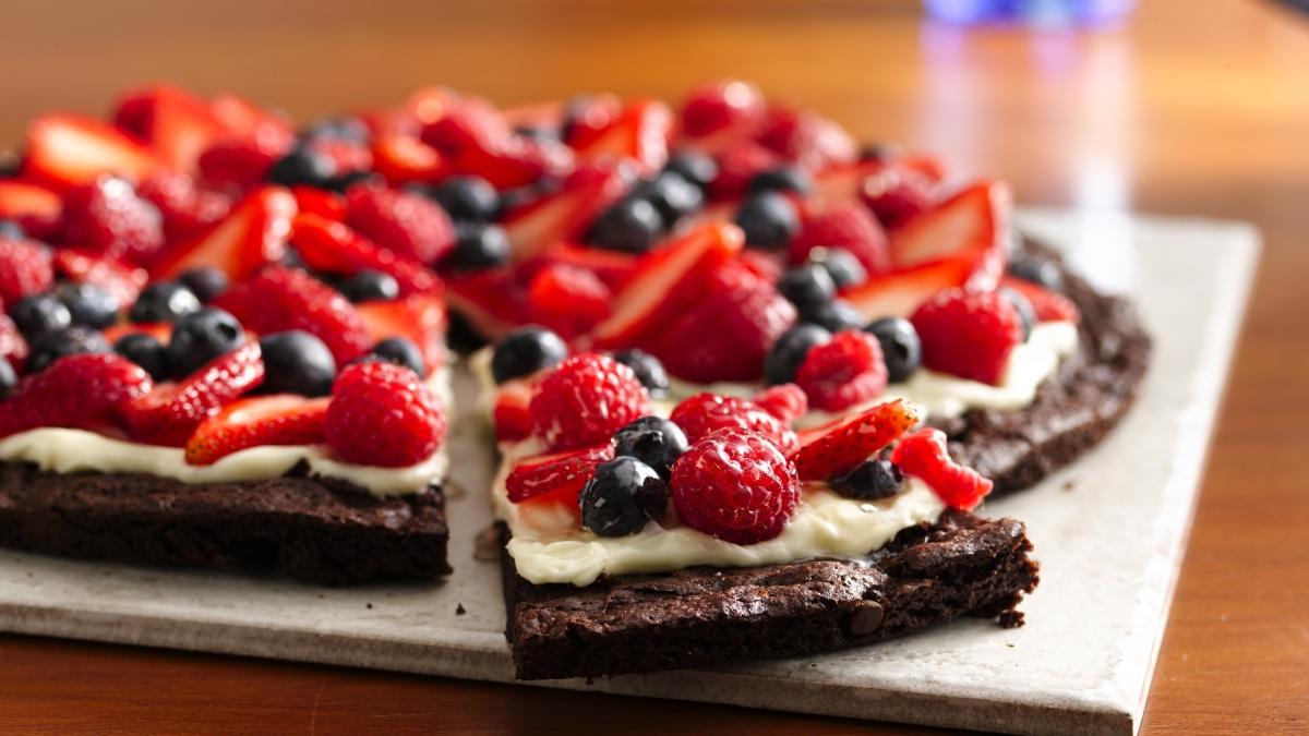 Pizza-Dessert aux Brownies et aux Petits Fruits sans Gluten