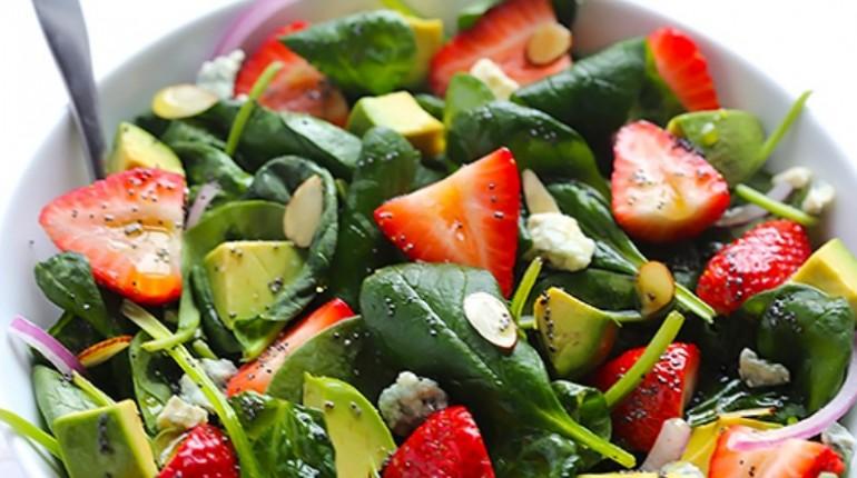 Salade D'épinards et de Fraises…Vinaigrette au Pavot