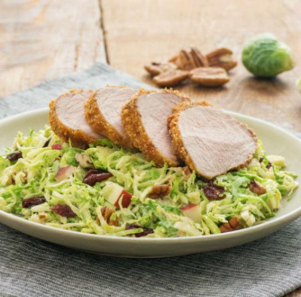 Salade de Choux de Bruxelles Râpés et Filet de Porc César aux Chipotles