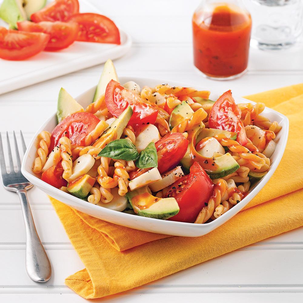 Salade de Pâtes aux Tomates, Avocat et Coeurs de Palmier