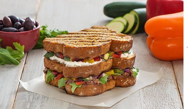 Sandwich aux Légumes Grillés à Trois Étages