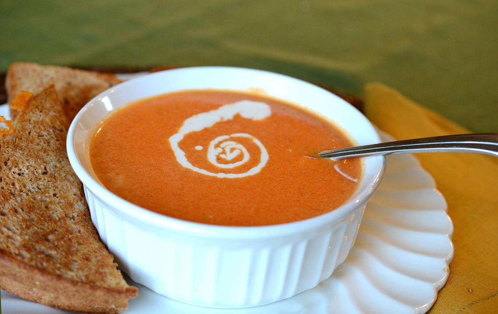 Soupe Crémeuse aux Tomates Rôties