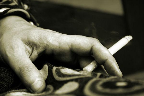 Atténuer une Brûlure de Cigarette sur un Tapis