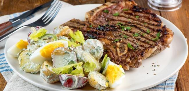 Bifteck D'aloyau et Salade de Pommes de Terre Estivale