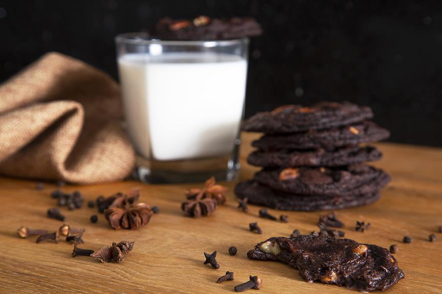 Biscuits au Chocolat Épicé, Caramel au Beurre et Pacanes