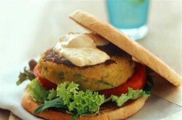 Burger de Soja à la Salade et Hoummous