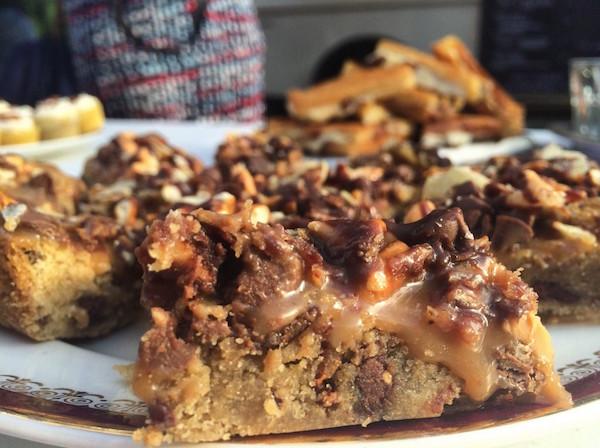 Carrés Décadents à la Pâte à Biscuit, Bière, Chocolat et Bacon