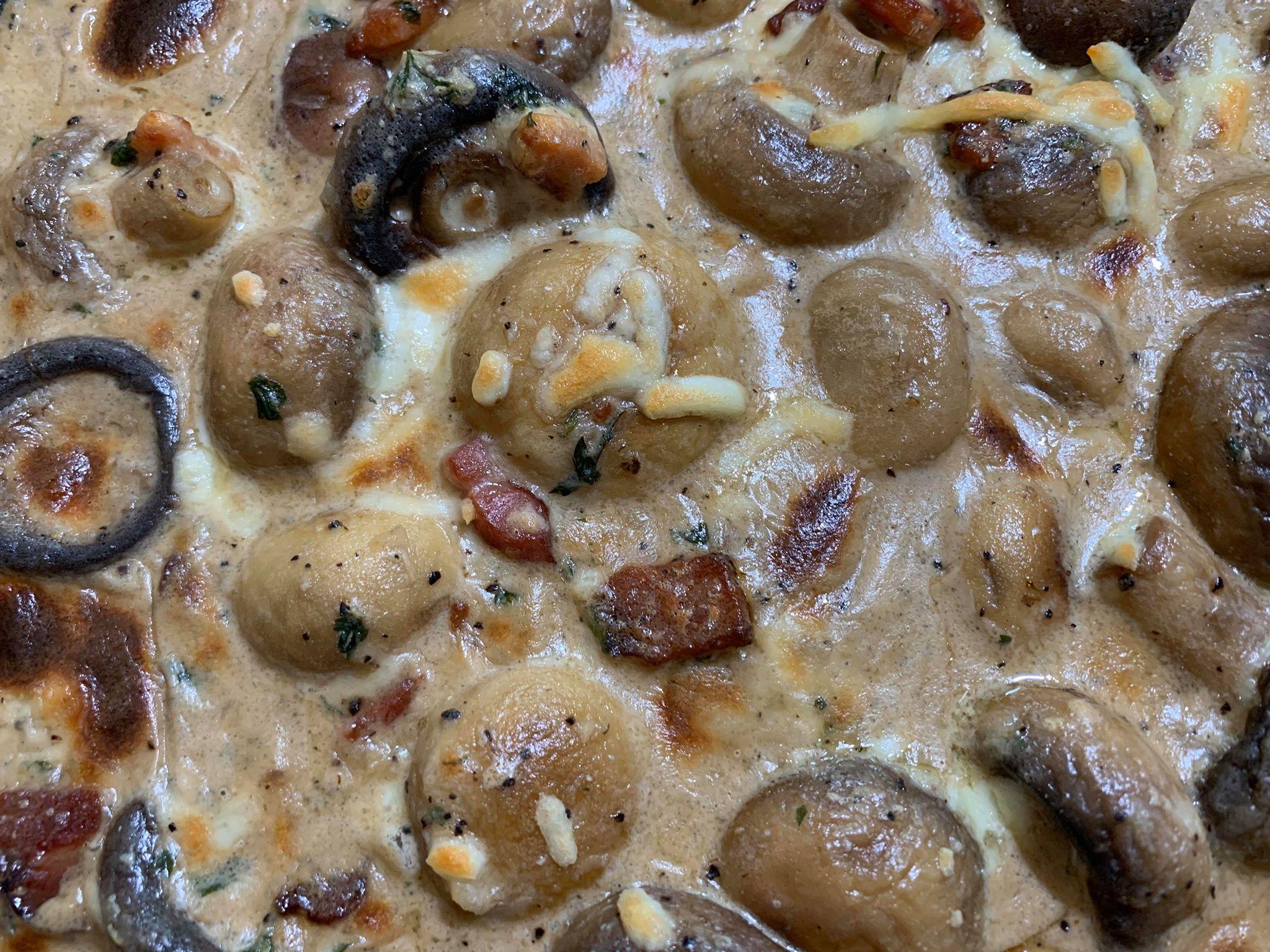 Champignons à l'ail Crémeux et Bacon dans une Sauce au Fromage Parmesan Alléchante