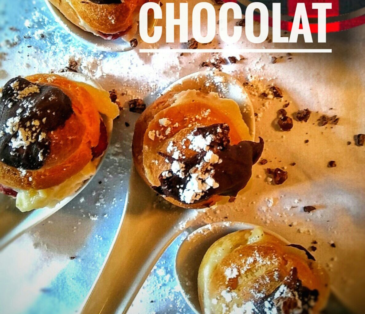 Choux Farcis à la Costarde, Fraises & Chocolat