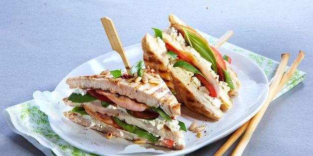 Club-sandwichs de Poulet au Bacon et Basilic