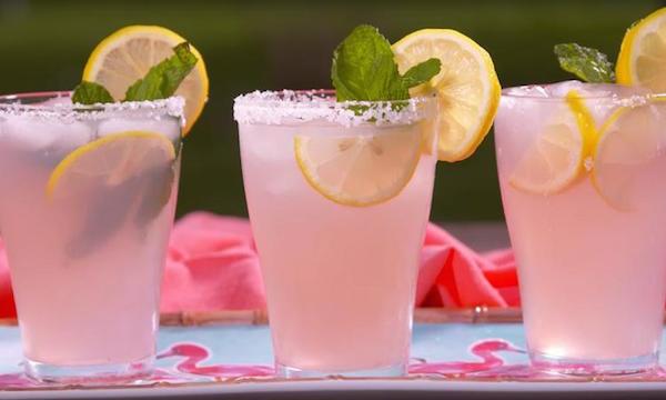 Cocktail Alcoolisé à la Limonade Rose