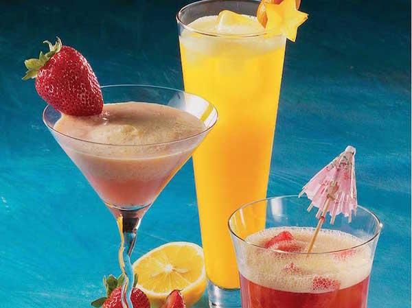 Cocktails Colorés et Vitaminés