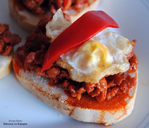 'Cojonudo', une 'tapa' Espagnole avec du Chorizo, des Poivrons et des Oeufs de Caille