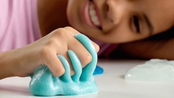 Comment Faire de la Slime Maison avec les Enfants?