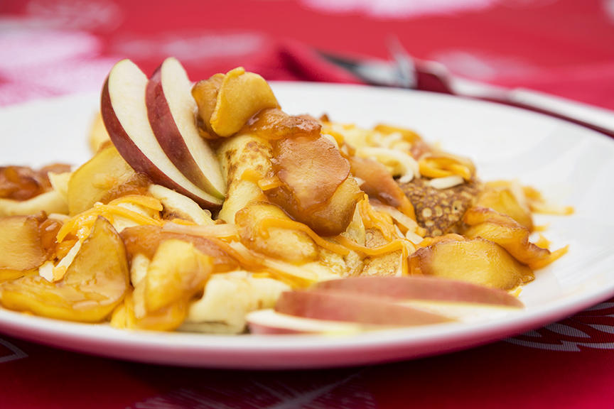 Crêpes Double Cheddar et Pommes au Caramel Salé