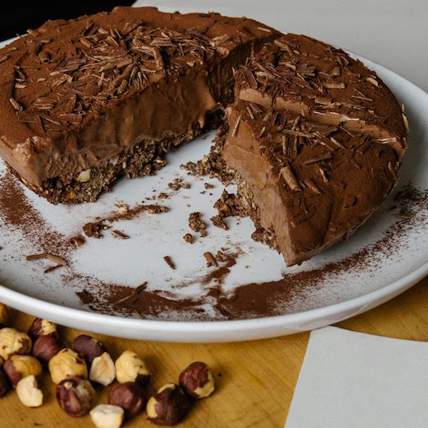 Dessert Semi-Glacé au Chocolat et à la Noisette dans une Croûte Chocolatée à la Cannelle et aux Céréales All-Bran*