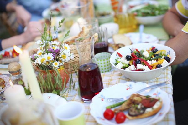 Festivités et Vaisselle Écologique: Comment Faire le Bon Choix ?
