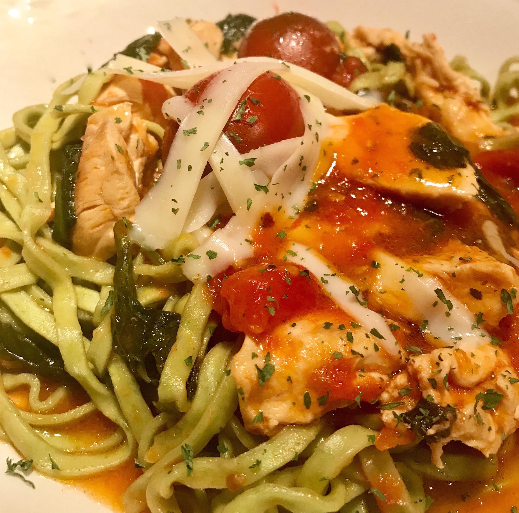 Fettucini au Épinards, Poulet et Tomates
