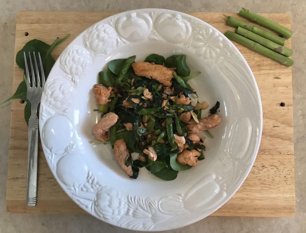 Filet de Saumon sur Lit de Légumes Verts