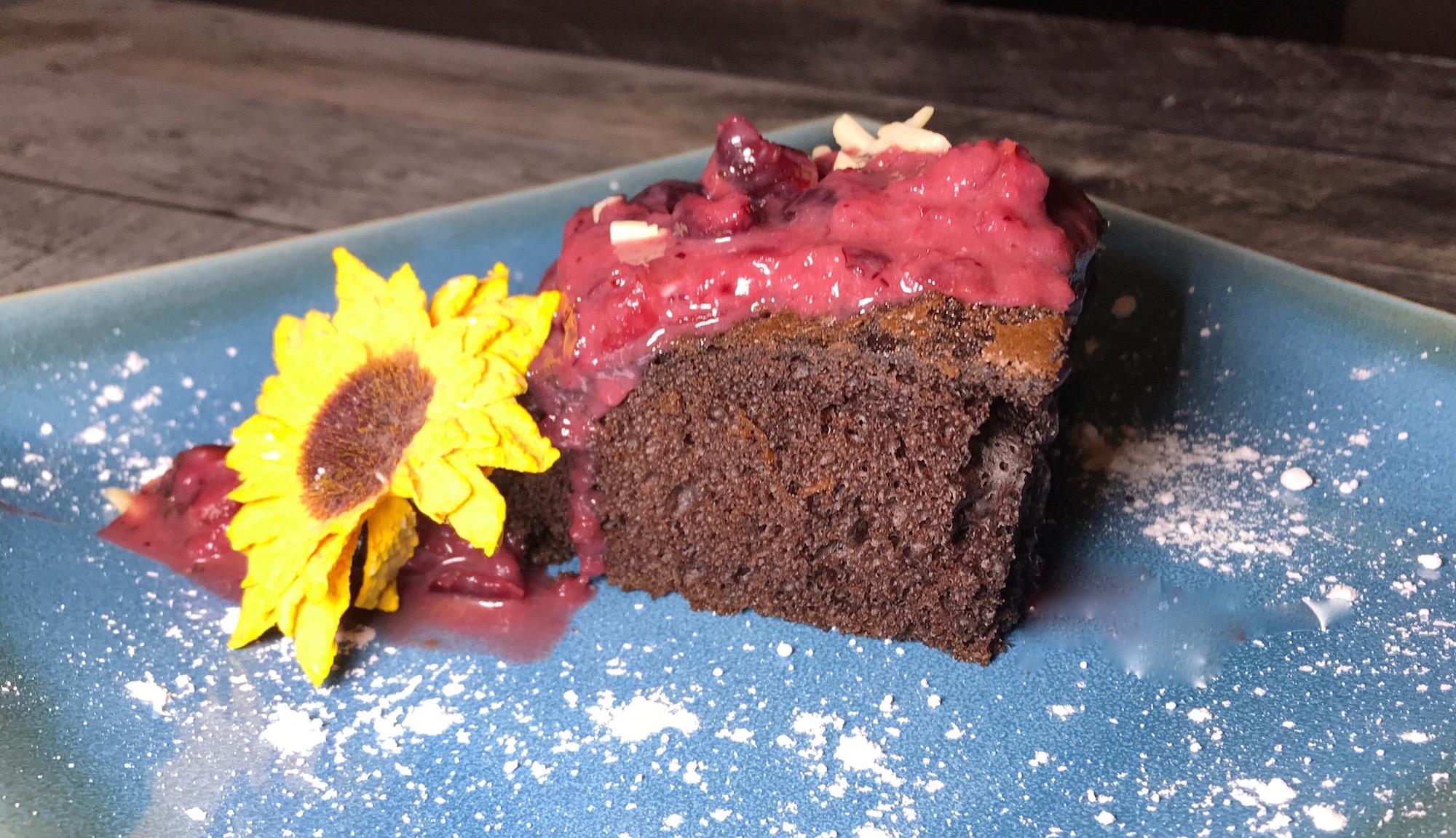 Gâteau au Chocolat et Coulis de Fraises