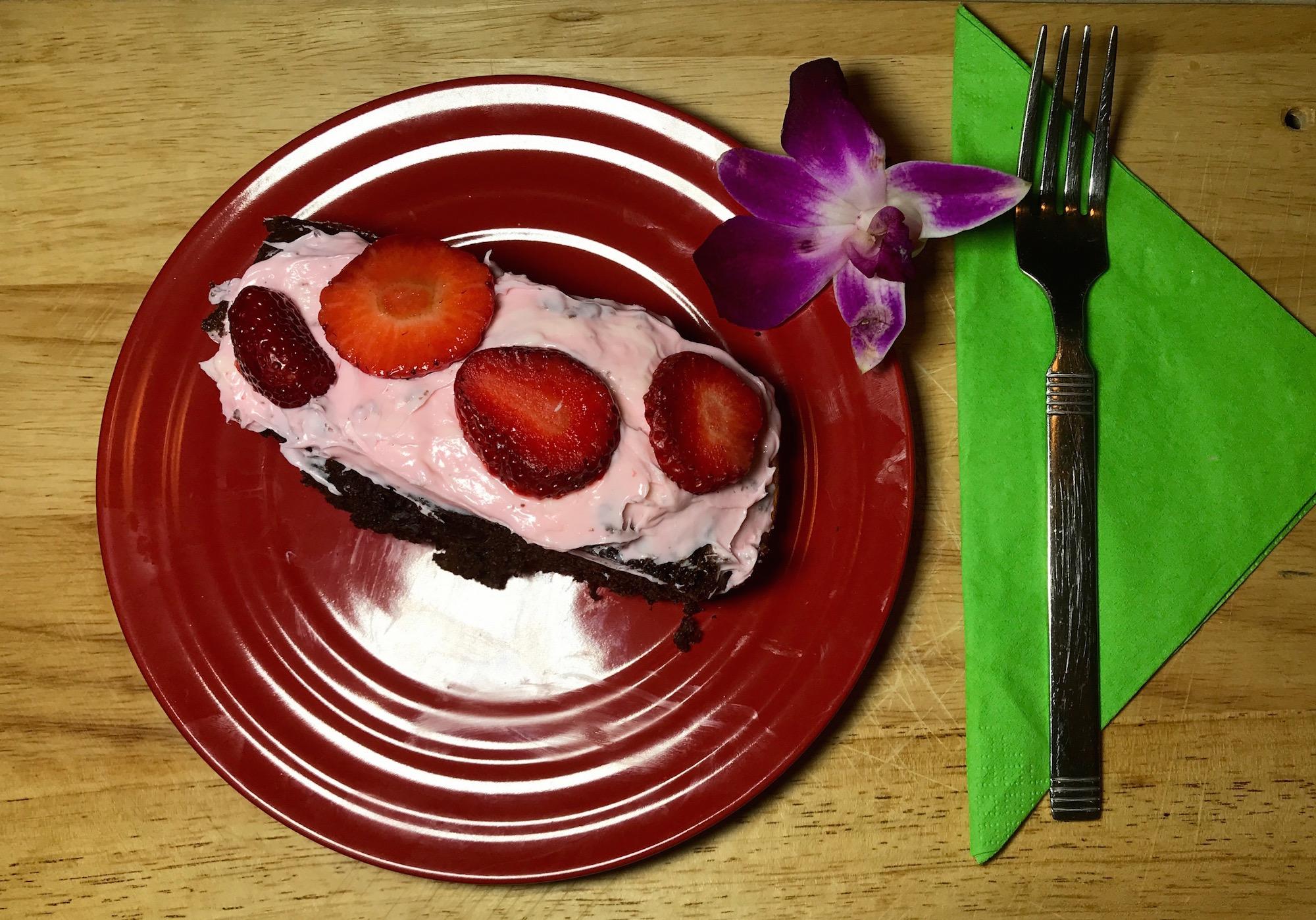 Gâteau Chocolat et Fraises Glaçage Rose