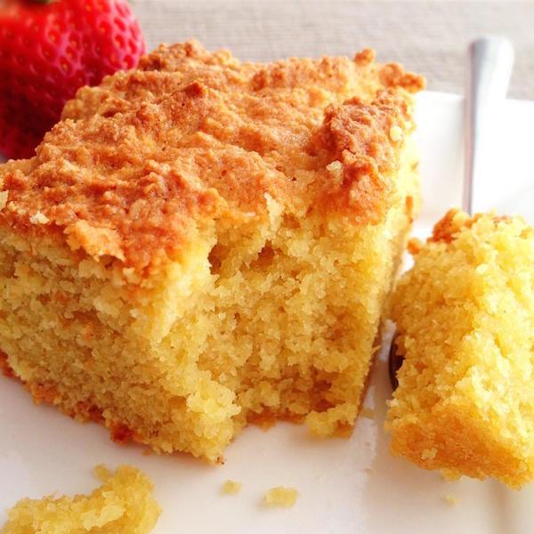 Gâteau sans Gluten à L'orange et aux Amandes avec Sauce à L'orange