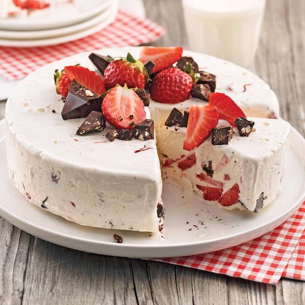 Gâteau Glacé aux Fraises et Chocolat