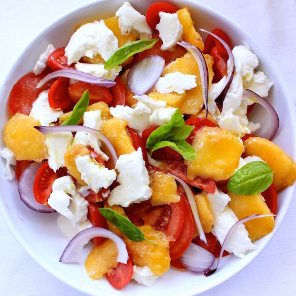 Photo Recette L'été dans mon Assiette Salade de Pêches Tomates & Mozzarella