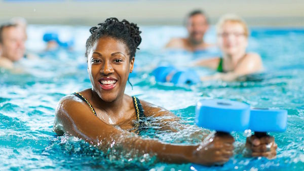 Obtenir une Ligne Impeccable avec les Sports Aquatiques