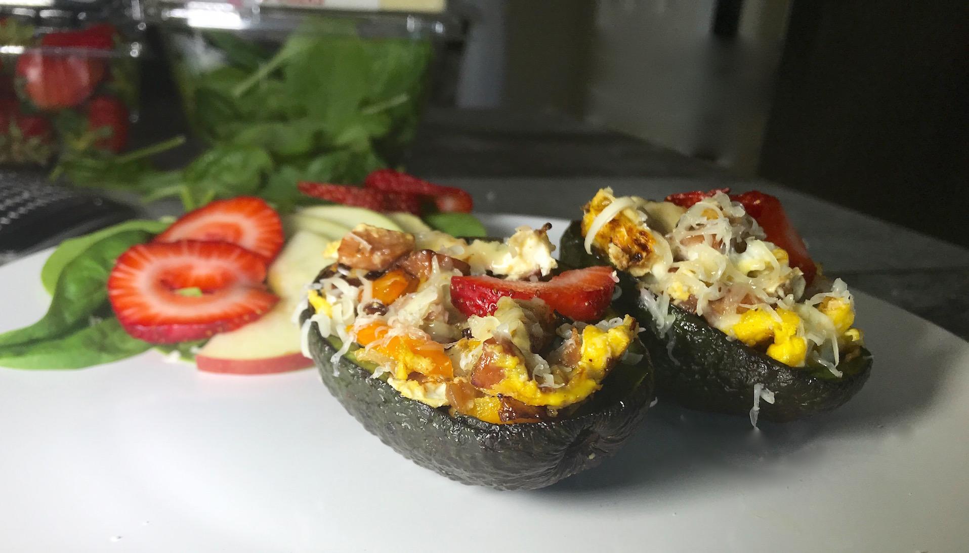 Photo Recette Oeufs broyés avec Petits Légumes dans une Pelure D'Avocat