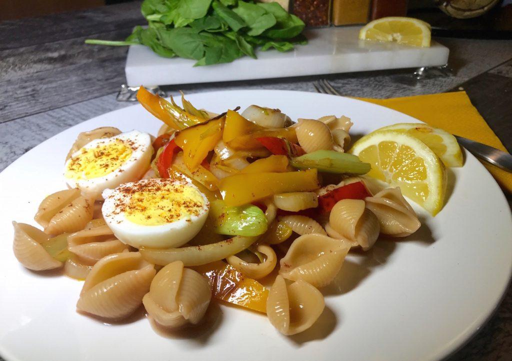 Pâte Sauce Bordelaise Légumes avec Oeufs à La Coque