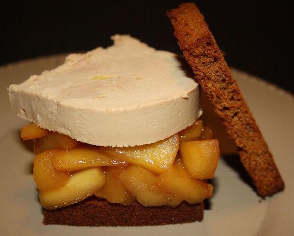Pain D'épices Toasté, Lit de Pommes Caramélisées au Cidre et Foie Gras