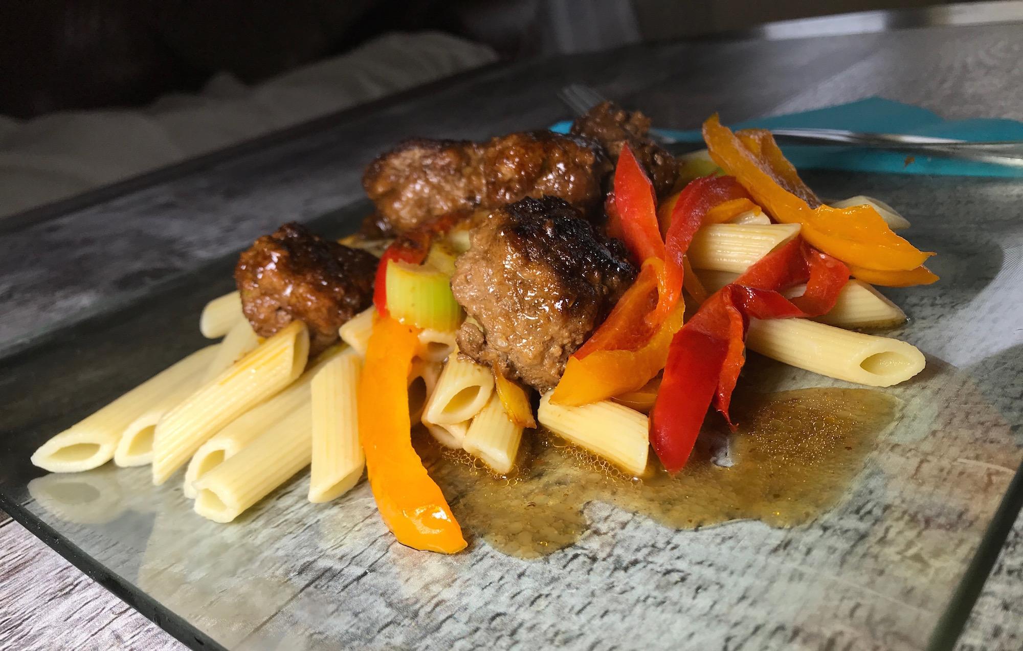 Pennes Boulettes et Légumes Sauce Soya