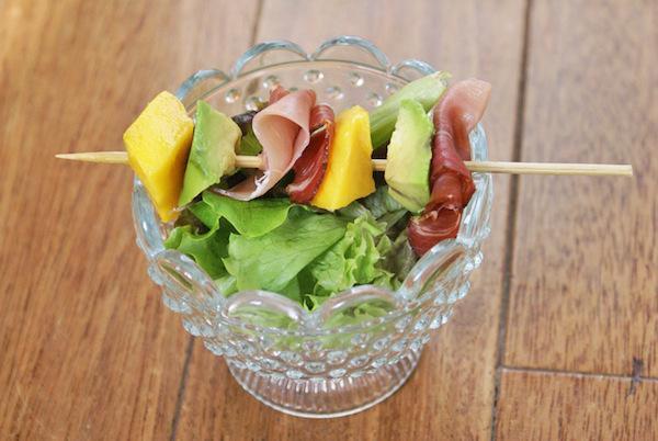 Petites Brochettes Mangue, Jambon Cru & Sel Rose {sans gluten et lactose}
