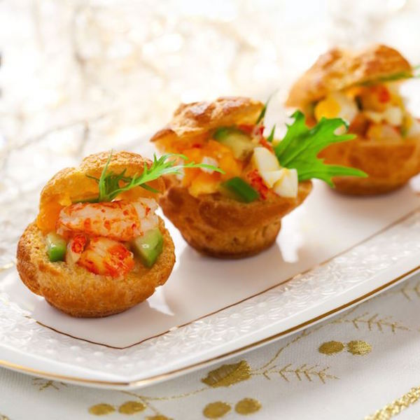 Petits Choux Fourrés aux Crevettes Saumon et Avocat