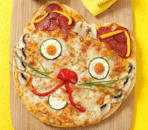 Pizza aux Légumes en Forme de Chat