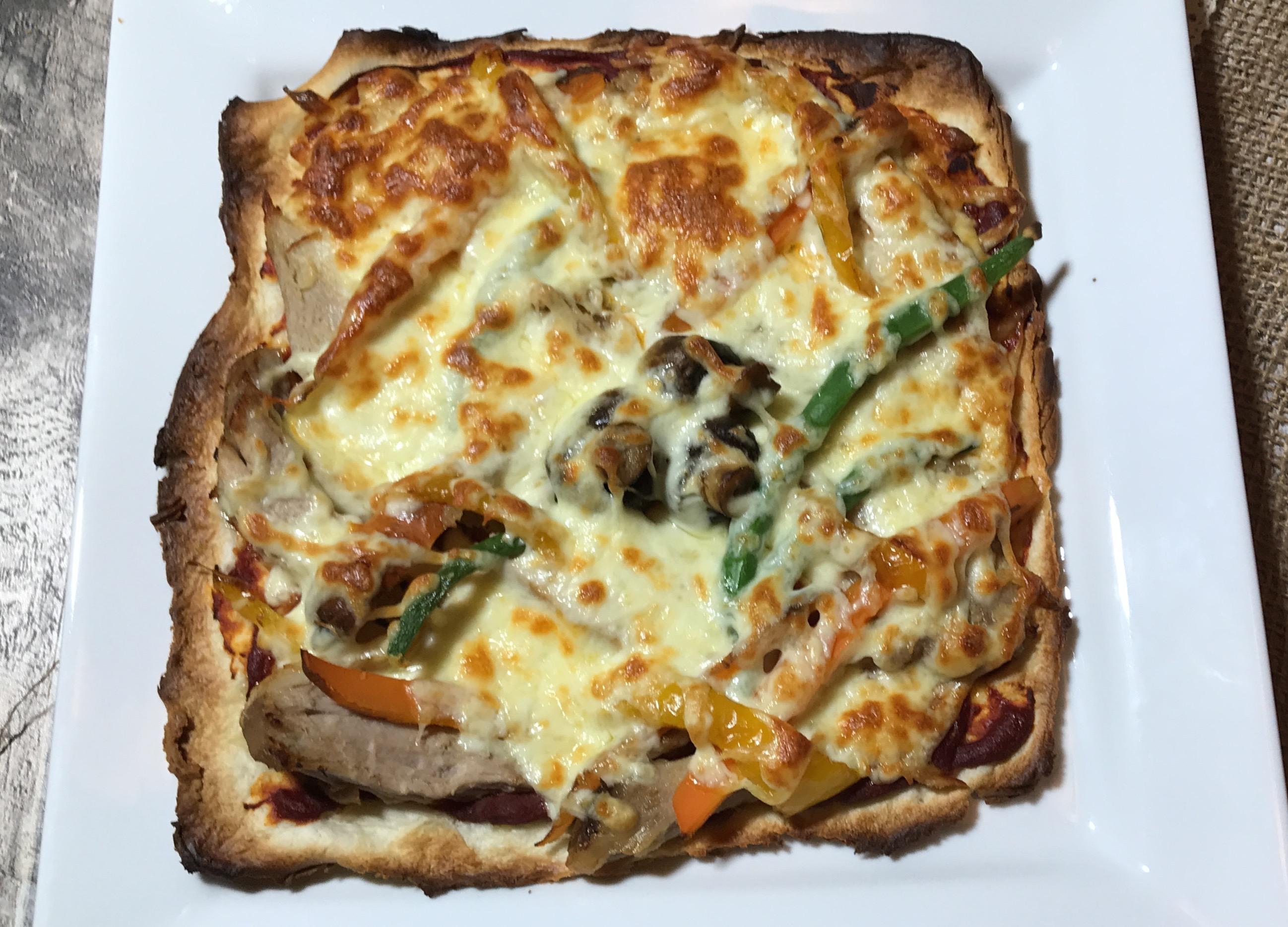 Pizza Légumes et Porc sur Croûte Mince