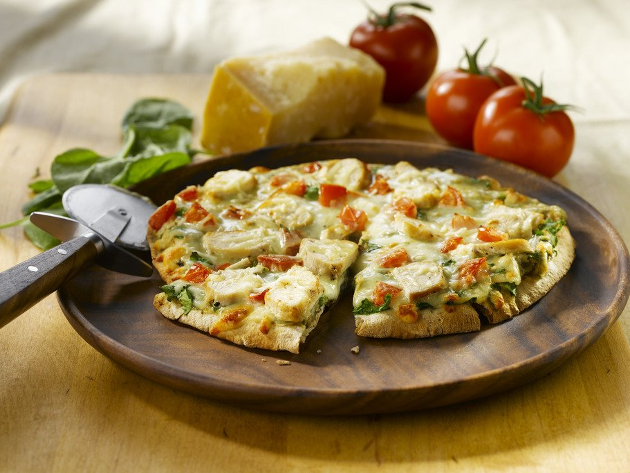 Pizza sur Pita au Poulet et Épinards